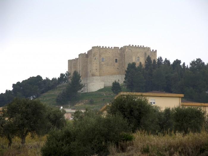 L'escursione nell'area Bradanica. Miglionico. Castello del Malconsiglio